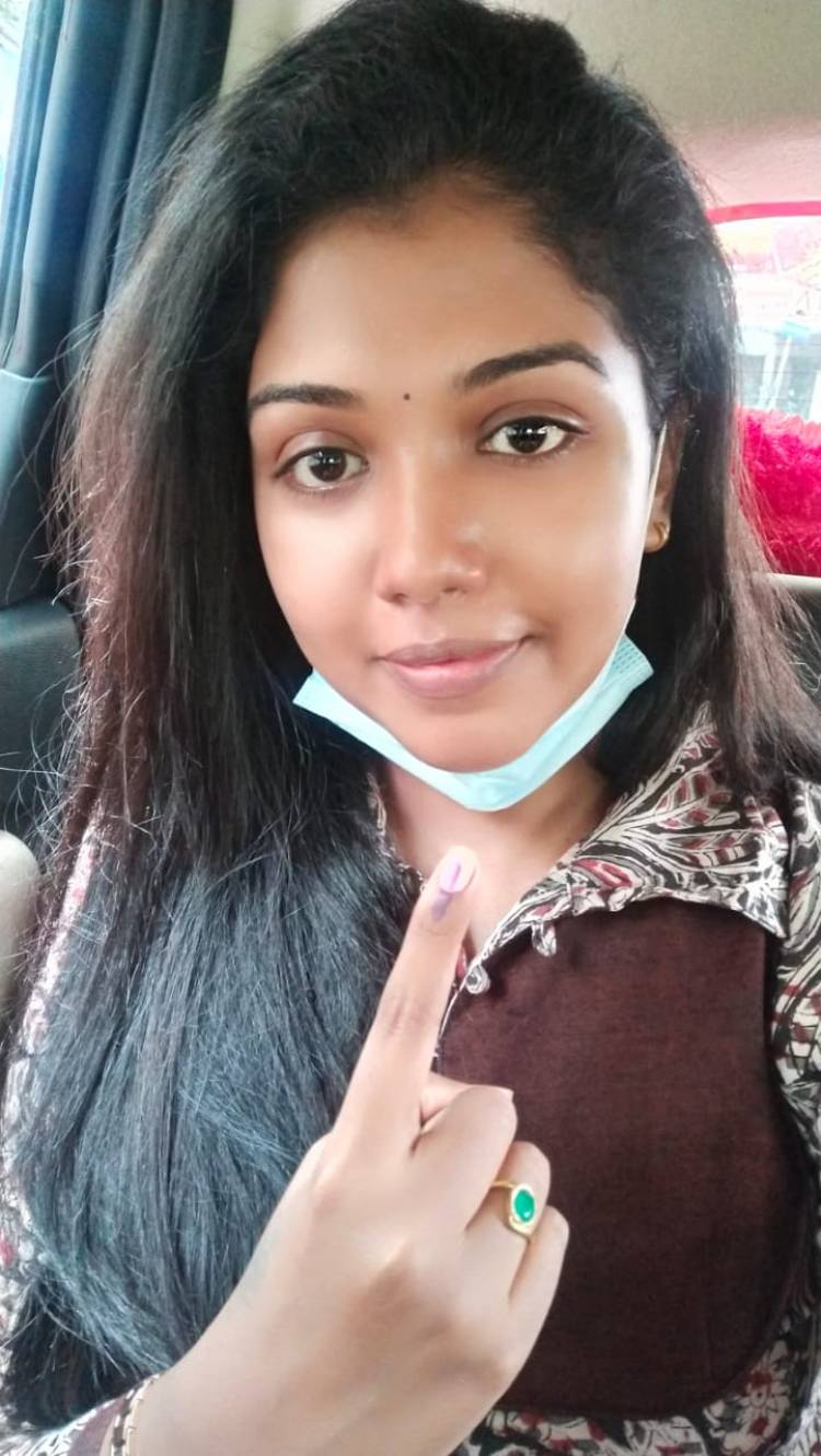 Actress @Riythvika casted her vote today for #TNAssemblyElections2021