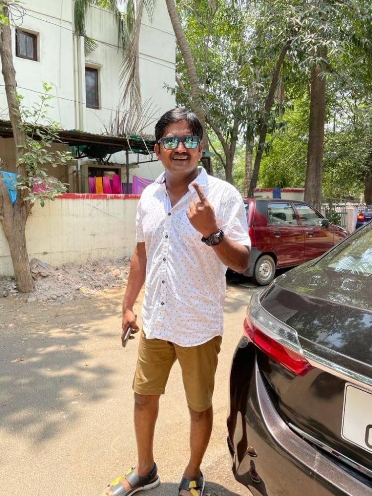 Actor Karunakaran cast his vote