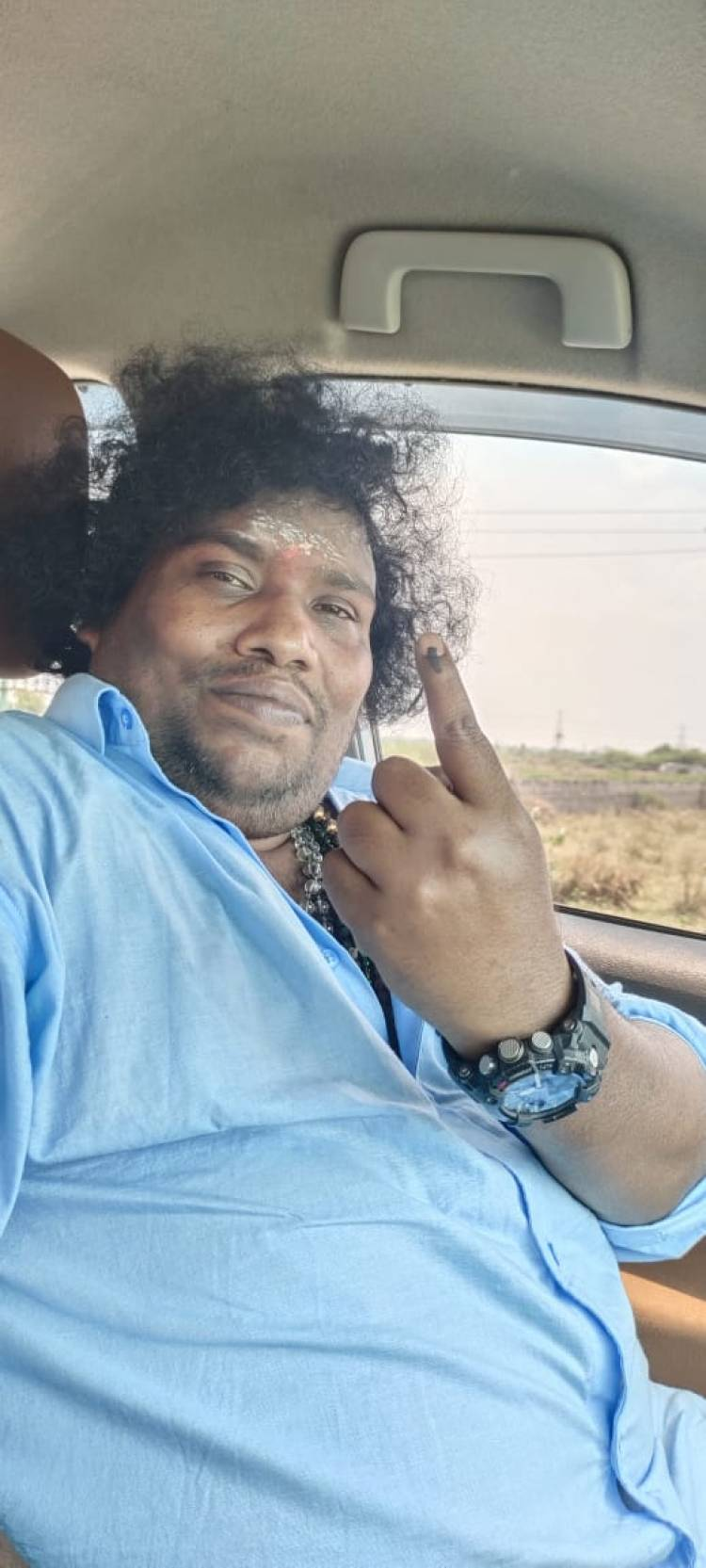 Actor @iYogiBabu casts his vote.  #TamilNaduElections2021 #AssemblyElections2021