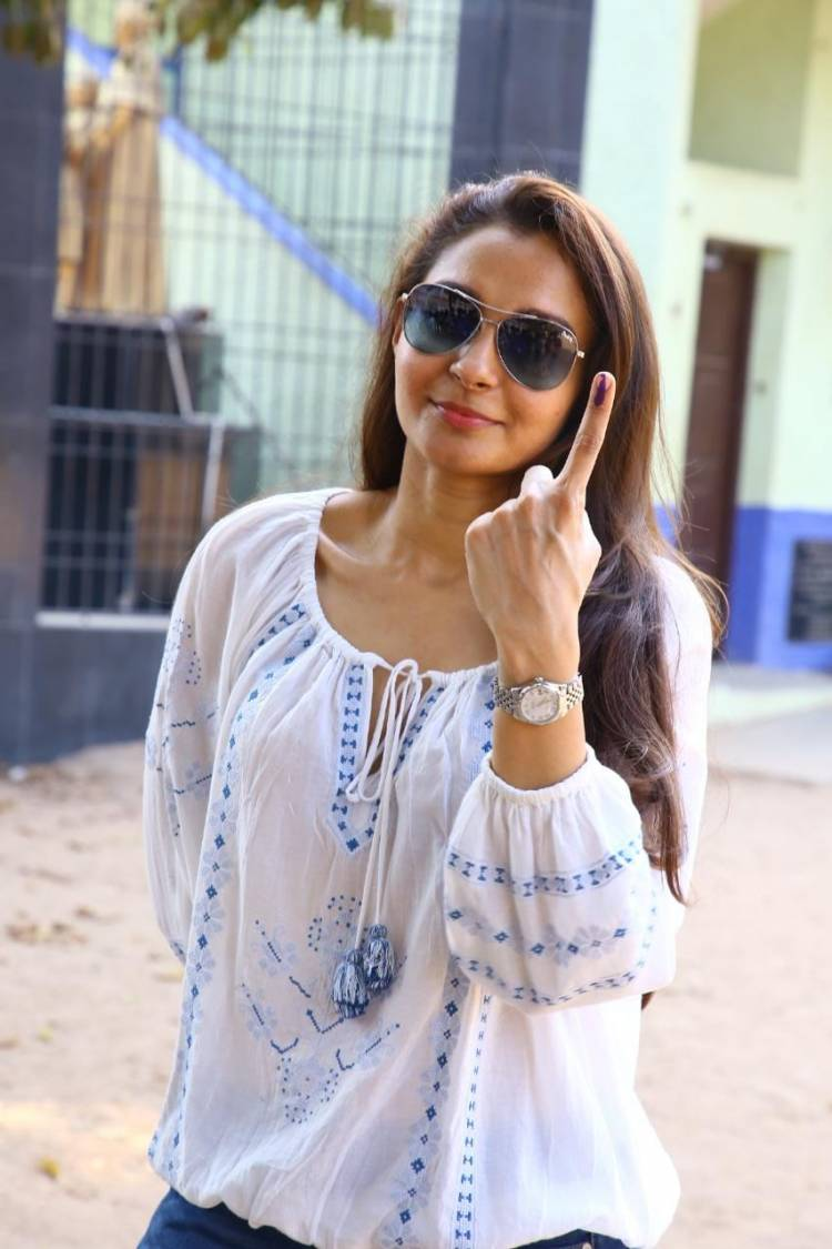 Actress @andrea_jeremiah casts her vote.