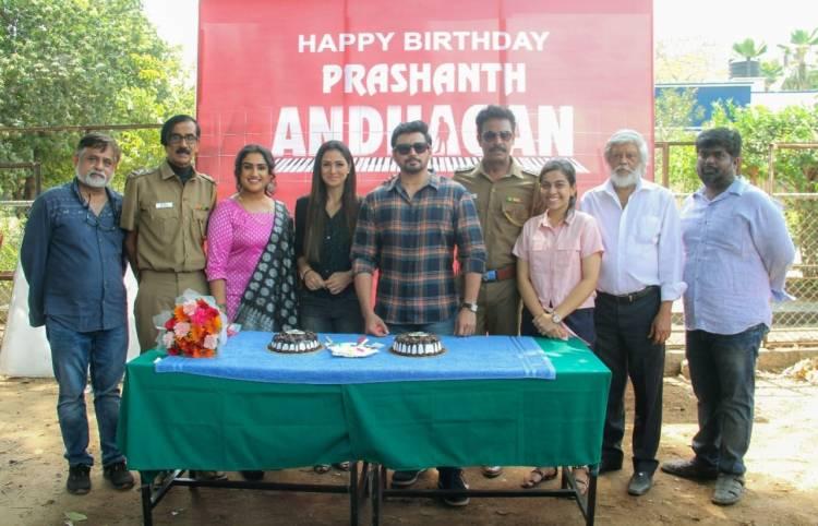 @actorprashanth and @SimranbaggaOffc celebrated their birthdays on the set of #Andhagan.
