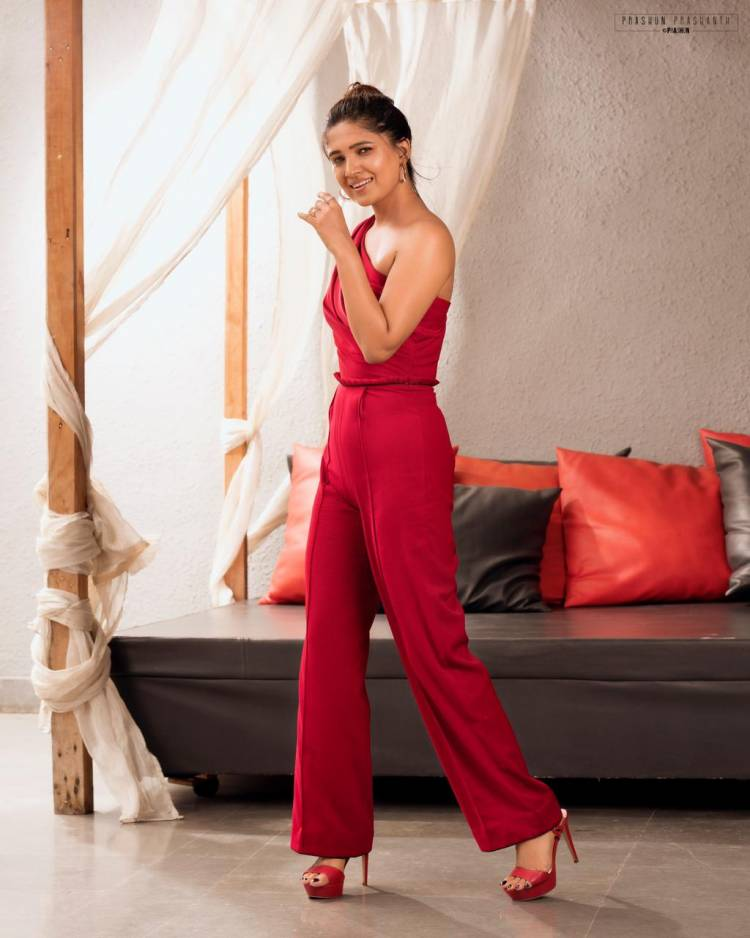 The gorgeous looking #VaniBhojan is all class in these magnificent pictures from her most recent photoshoot!!