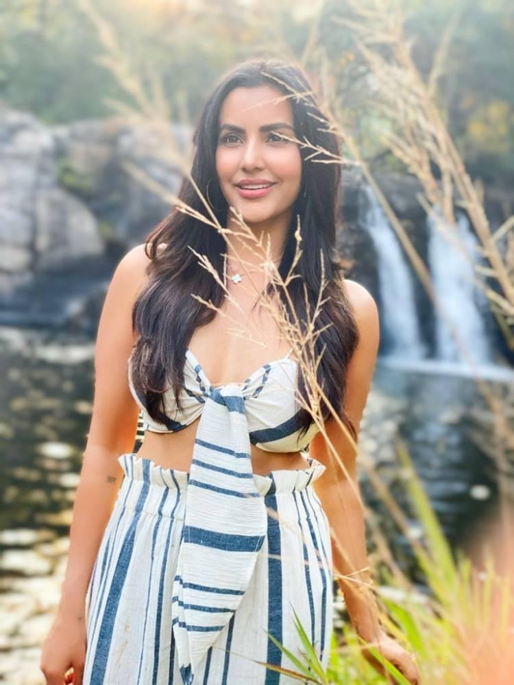 Happy Birthday Charming Beauty Actress @PriyaAnand